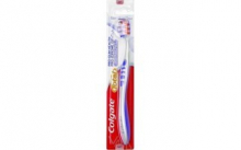 Colgate Total Pro Gum Medium zubní kartáček 1 ks